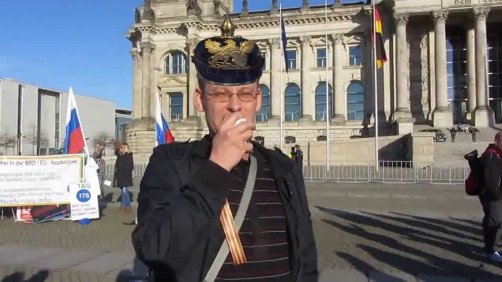 Reichsbüger schreit dümmlich herum!
